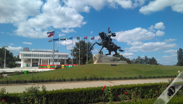23. Plaza banderas