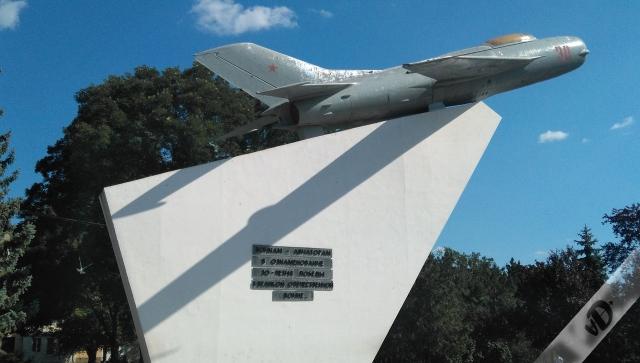 27. Avión